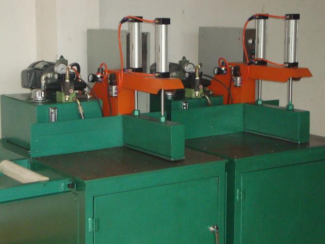 铝型材切割机